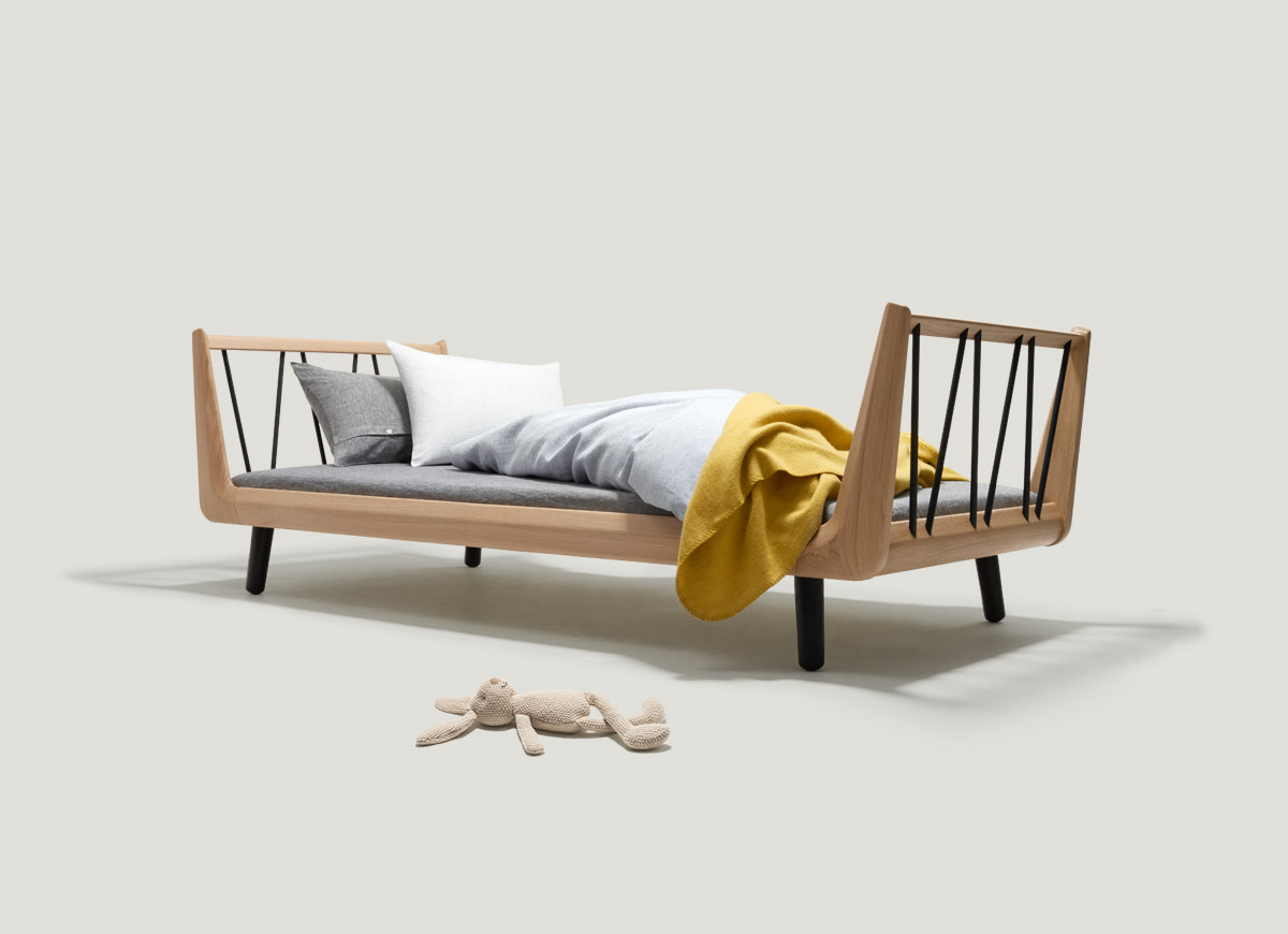 The VII classic single bed – made from solid oak wood.
