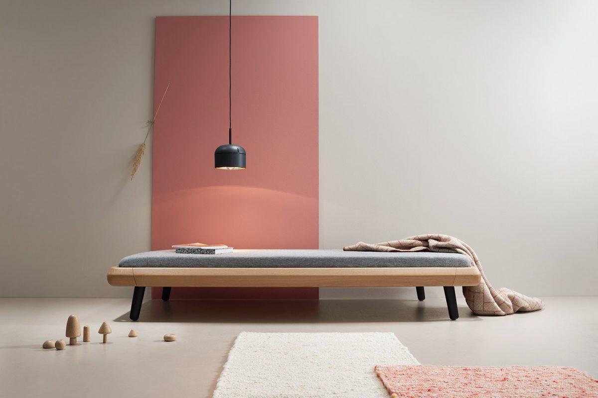 VII frame daybed